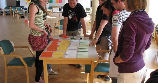 (Українська) З двох зроби три …як організувати тристоронню зустріч молоді?